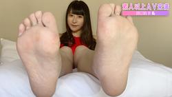 【この足で何して欲しいの…?第二の性器「足裏」接写観察】-成宮ありあ-